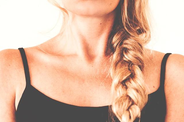 Vrásky na krku a jak je zjemnit nebo odstranit